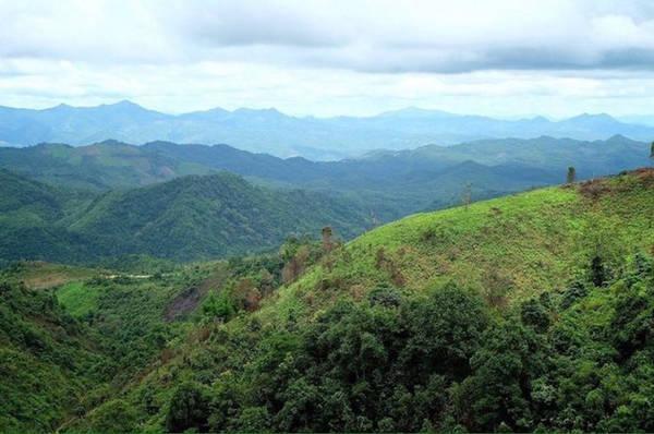 Núi rừng trùng điệp, quan sát trên đường đến Mae Hong Son - Ảnh: Trùng Dương