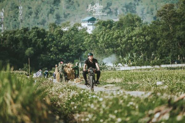 Địa điểm nằm cách Hà Nội khoảng 150 km. Hành trình đến đây phù hợp cho những người muốn thử cảm giác lái xe qua những cung đường đèo uốn lượn, ngắm cảnh sắc thiên nhiên hoang sơ, hùng vĩ.