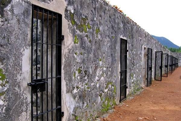 """Hệ thống nhà tù Côn Đảo có thể khiến bạn """"rùng mình"""". Ảnh: Condaotravel"""