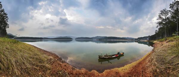 Nơi dừng chân của chiếc ghe chài trên lòng hồ Tuyền Lâm