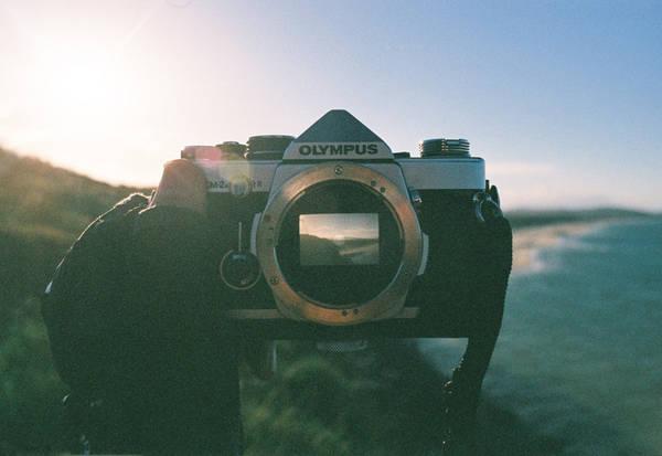 Trở về sau chuyến đi, ngoài những trải nghiệm tuyệt vời, Long còn mang về một bộ ảnh lung linh chụp từ chiếc máy ảnh phim của cậu. Mỗi tỉnh Long chọn một loại film nên màu ảnh có chút khác nhau giữa các địa điểm.
