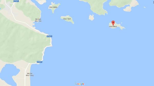 Hòn Mun (dấu đỏ) nằm phía nam vịnh Nha Trang, cách đất liền 12 km.