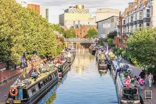 Những dòng kênh tấp nập thuyền bè đi ngoạn cảnh