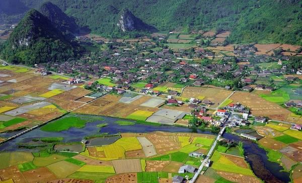 Trong những năm gần đây, người dân không thu hoạch lúa thủ công, thay vào đó họ sử dụng máy móc nên lúa chín được gặt nhanh hơn. Vì vậy du khách nên tìm hiểu thông tin chi tiết trước để biết rõ việc thu hoạch lúa khi ghé thăm nơi đây.