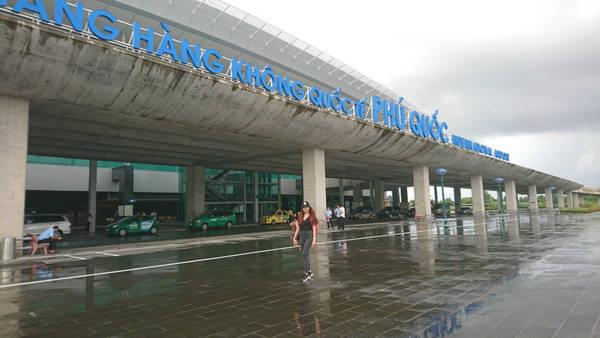 Ngày thứ nhất, tôi có mặt ở sân bay Tân Sơn Nhất vào khoảng 12h30 để làm thủ tục đáp chuyến bay 14h30 đến Phú Quốc. Hơn 15h, tôi có mặt ở đây.