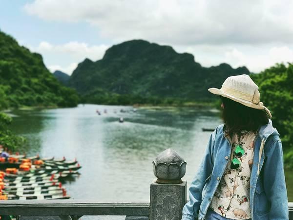 Bến thuyền nơi mua vé dạo quanh non nước Tràng An.