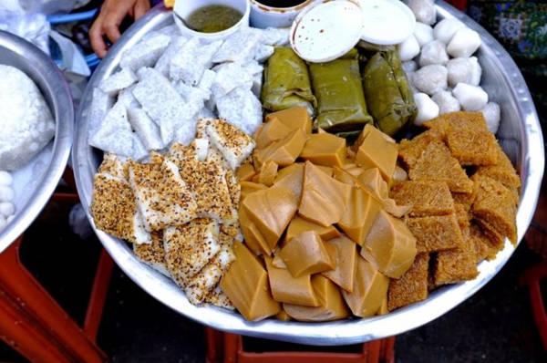 Món ăn vặt: Các món ăn vặt ở Myanmar thường được dùng kèm trà vào buổi sáng hoặc chiều. Vị ngọt của chúng không từ đường mà từ các nguyên liệu như cùi dừa, sữa dừa, bột gạo, bột nếp, bột sắn và trái cây. Ảnh: Asiadmc.