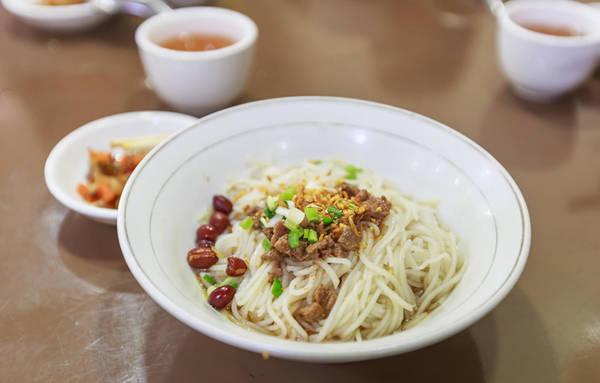 Mì người Shan có vị tương đối đơn giản, dễ ăn và rất ngon. Mì còn có phiên bản khô được dọn ra với bát nước dùng riêng. Ảnh: Sanctum Inle Resort.