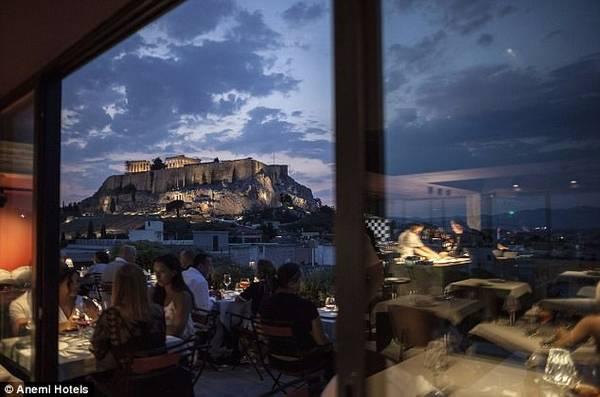 Thành cổ Acropolis nhìn từ khách sạn AthensWas