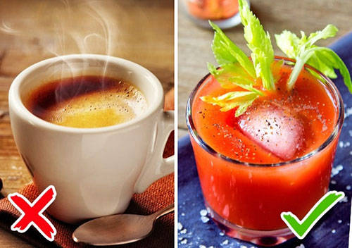 Không nên uống cà phê và trà Nước uống đun sử dụng pha trà, cà phê trên máy bay được cho là có khả năng sinh ra các loại vi khuẩn ác tính như E Coli hay tụ cầu khuẩn. Nghiên cứu này được Telegraph công bố dựa trên khảo sát của Phòng Sức khoẻ Hong Kong đối với mẫu nước từ 22 chuyến bay. Kết quả cho thấy 14 mẫu trong số này không đạt chuẩn chỉ tiêu an toàn vệ sinh. Do vậy, để an toàn và yên tâm nhất, phần lớn hành khách sành sỏi chỉ yêu cầu một chai nước khoáng hoặc nước trái cây.