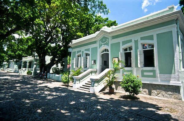 4. Tham quan viện bảo tàng: Thành phố nhỏ bé với diện tích 30,5 km2, nhưng có tới 23 bảo tàng. Do lịch sử độc đáo của Macau, du khách có thể tìm thấy cả các di tích lịch sử phương Đông và phương Tây tại đây. Trong số đó có những di sản văn hoá, điểm du lịch hoặc viện bảo tàng, chẳng hạn như bảo tàng Grand Prix, bảo tàng hàng hải hay bảo tàng rượu vang. Ảnh: VCG.