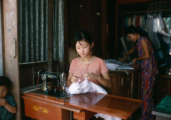 Những bức hình của ông phản ánh cuộc sống của người dân Cần Thơ vào năm 1994.