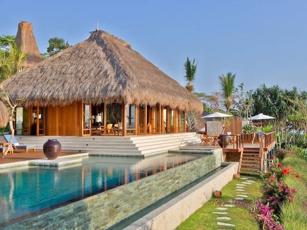 Ngoài ra, resort còn khu thư giãn, vui chơi cả trong nhà lẫn ngoài trời.