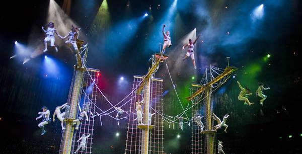 Được tạo ra từ bàn tay tài hoa của nhà sản xuất huyền thoại Franco Dragone, show diễn kết hợp những cú nhào lộn và pha nguy hiểm trên nước với nghệ thuật trên không và sân khấu. Ảnh: City of Dreams Macau.