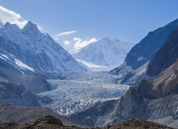 Sông băng Passu Miền bắc Pakistan là ''thiên đường'' của sông băng, băng tuyết dày bao phủ những ngọn núi. Nơi có cảnh đẹp ấn tượng nhất Passu là sông trải dài hơn 25km và cũng là nơi có trạm quan sát sông băng cao nhất thế giới.
