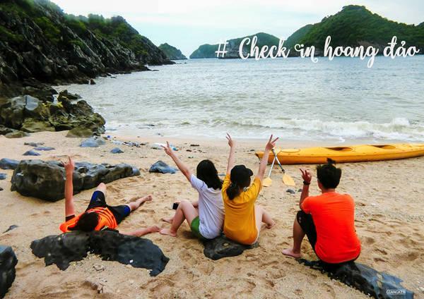 Bằng kayak, bạn hãy thử đặt chân lên những hòn đảo có tên và không tên trên vịnh. Có thể làm Robinson trong vòng vài giờ là một trải nghiệm vô cùng khó quên.