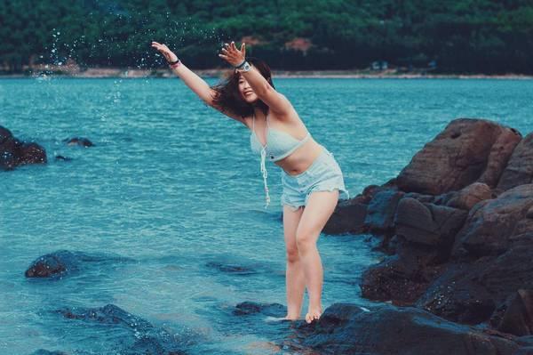 Tha hồ hòa mình trong làn nước biển xanh biếc tại đảo Hòn Ngư. Ảnh: @mangchauaudenvoimoinha