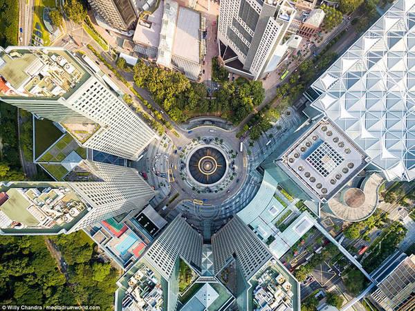 Khu phức hợp Suntec City nổi tiếng thế giới, được xây dựng từ ngày 18 tháng 1 năm 1992 đến ngày 22 tháng 7 năm 1997