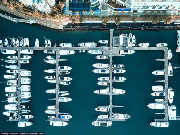 Những chiếc du thuyền tư nhân neo đậu tại một trong những bến tàu nổi tiếng tại Singapore