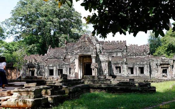 Đền Banteay Kdei là một ngôi đền ở khu vực Angkor. Đền tọa lạc ở đông nam Ta Prohm và đông của Angkor Thom. Hiện nay, đền Banteay Kdei rơi vào hiện trạng hư hỏng khá nặng. Một số kiến trúc lớn của đền đã bị sụp đổ.