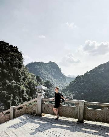 Một góc nhìn từ chùa Hương Tích. Ảnh: @@lucindaburtt