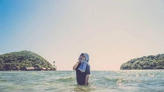 Du khách có thể đi bộ từ đảo này sang đảo kia một cách dễ dàng bởi nước chỉ ngang thắt lưng.