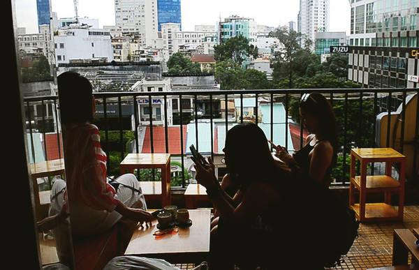 Ngoài ra, The Letter còn ghi điểm bởi là một trong những nơi có view trên cao đẹp nhất để ngắm nhìn phố đi bộ Nguyễn Huệ.