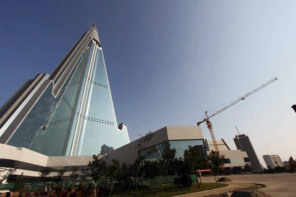 Khách sạn có chi phí xây dựng lên tới hơn 584 triệu USD, tương đương 2% GDP Triều Tiên. Ảnh: Ryugyonghotel.