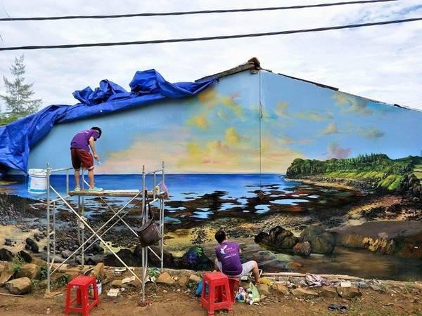 Ngoài ra, nhiều bức tranh tái hiện cảnh đẹp và cuộc sống của người dân thôn Thanh Thủy, nơi có diện tích trồng hành lớn nhất huyện Bình Sơn, với gần 200 ha.
