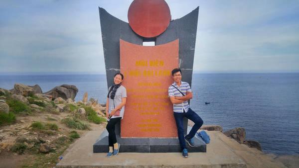 Hải đăng Đại Lãnh được xây dựng năm 1890 tại huyện Đông Hòa – Phú Yên từ lâu được xem là nơi nhất định phải tham quan khi đến Phú Yên. Từ lâu, mũi Đại Lãnh được xem là cực đông Việt Nam, nơi đón ánh mặt trời sớm nhất cả nước. Dù ngày nay, cực đông Việt Nam chính xác được ghi nhận tại Mũi Đôi - Khánh Hòa nhưng giá trị của hải đăng Đại Lãnh vẫn còn nguyên vẹn ở đó.