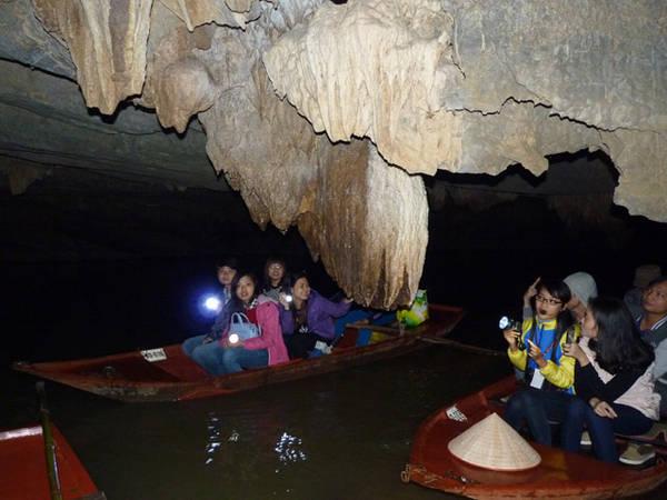 Hành trình khám phá hang động ở Thung Nham giống với hành trình khám phá Tràng An và Tam Cốc nhưng thời gian sẽ ngắn hơn