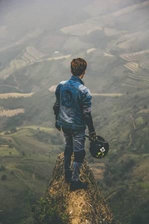 Mỏm đầu rùa ở Tà Xùa, Yên Bái cũng là địa điểm thách thức với dân phượt. Đường lên đỉnh Tà Xùa có nhiều đoạn khó đi, thời gian chinh phục có khi lên đến 4 tiếng. Mỏm đá nằm ở độ cao hơn 2.000 m. Ảnh: Hải Đăng.