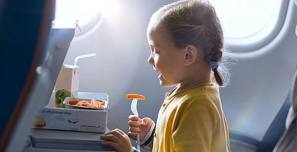 Hãy thông báo cho hãng hàng không rằng bạn có dẫn theo em bé dưới 2 tuổi - Ảnh: Aeroflot8
