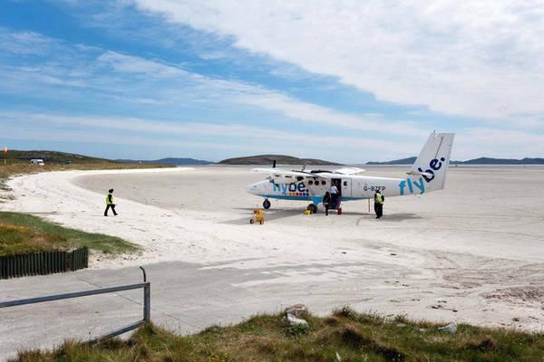Khi thủy triều lên, sân bay Barra, Scotland là một bãi tắm bình thường. Ảnh: Spumador | Dreamstime.com