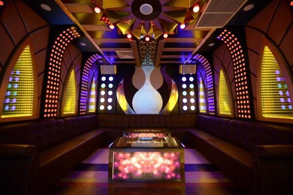 Các hoạt động giải trí sôi động như hát karaoke…