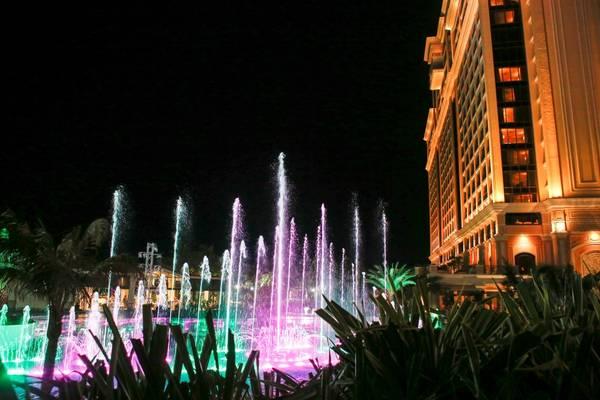 Đài nhạc nước lung linh sắc màu Fountains of Ho Tram