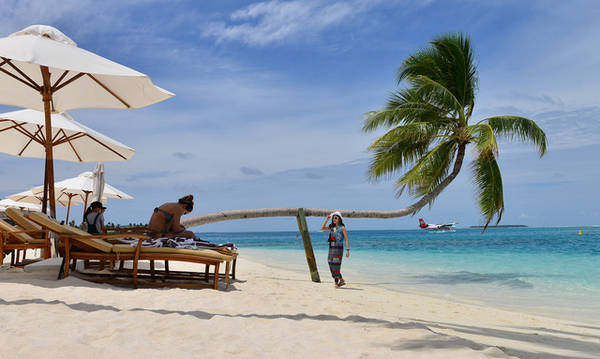 """Maldives """"nắng vàng, cát trắng, biển xanh"""" - Ảnh: Trung Nghĩa"""