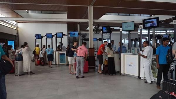 Quầy đón tiếp của các resort ngay tại sân bay