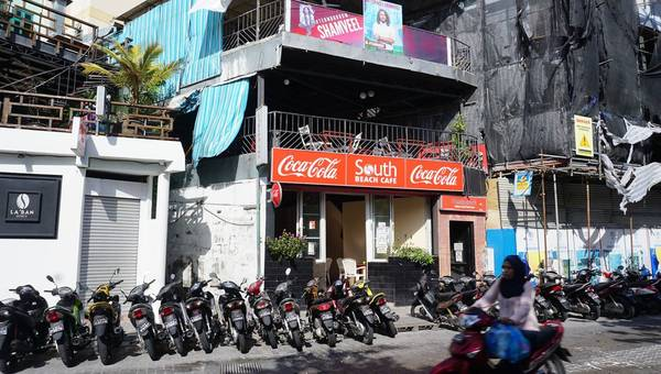 Ở Malé không có rượu, bia, nhưng Coca thì tha hồ