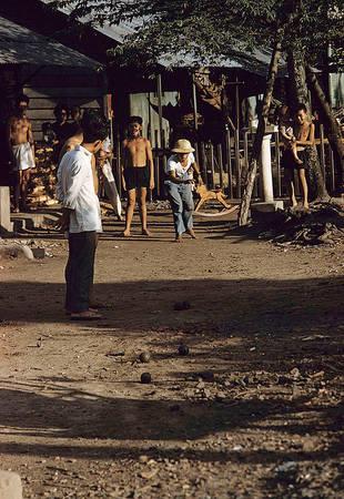 Chợ Lớn được thành lập vào thế kỷ 19. Đến tháng 4/1931, chợ được sáp nhập vào Sài Gòn, cho ra đời cái tên Sài Gòn – Chợ Lớn. Năm 1956, Sài Gòn trở thành cái tên chính thức và kể từ đó, khi nhắc đến Chợ Lớn, người ta chỉ biết đó là tên của một ngôi chợ hay một khu vực tập trung đông đúc người Hoa sinh sống.
