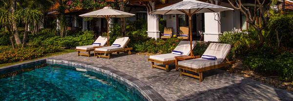 Anam Resort (phòng đôi có giá từ 175 USD) là một sự lựa chọn mới khi đi du lịch trên bán đảo Cam Ranh. Khu nghỉ dưỡng có 96 phòng và 117 biệt thư riêng biệt thoáng mát, với sàn gỗ hồng mộc và nền gạch đá khảm.