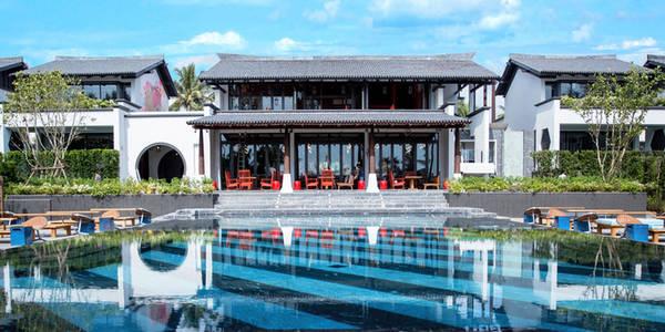 Các khách sạn tại đảo Phuket, Thái Lan cũng được nâng cấp. Tháng 10 tới, khách sạn Baba Beach Club (giá phòng đôi có giá từ 740 USD) hứa hẹn tạo cho du khách cảm giác thoải mái, sẵn sàng cho mọi bữa tiệc ở biển Natai. Khu nghỉ dưỡng có 16 dãy phòng hướng ra biển và biệt thự. Mỗi biệt thự có tới 5 phòng ngủ, phù hợp với các nhóm du khách.