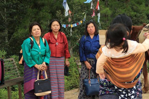 Một nhóm phụ nữ Bhutan. Ảnh: Karen Lim.