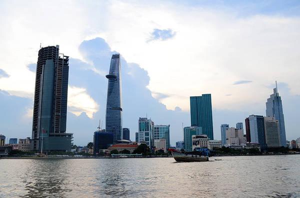 Hiện nay, khi nhắc đến cái tên này, người Sài Gòn, đặc biệt là các bạn trẻ sẽ nghĩ ngay đến khu đô thị mới bên đường hầm vượt sông Sài Gòn. Nơi này là điểm dừng chân lý tưởng cho những ai muốn trốn khỏi những ồn ào của phố thị để tìm đến khoảng không rộng rãi và thoáng mát vào những buổi chiều. Ảnh: Phong Vinh.