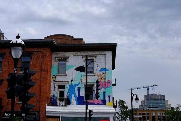 Trải nghiệm nổi bật Với người đến Canada lần đầu, My Hà gợi ý nên đi những thành phố lớn, khám phá cảnh quan và ẩm thực. Lịch trình tham khảo: Toronto – Ottawa - Montreal - North Bay – Trout Creek – Wasaga Beach – Toronto. Tranh tường trên khắp đường phố là điều mà My Hà rất ấn tượng. Ở Montreal, có những bức tường mà mỗi 2 tháng sẽ vẽ lên những hình ảnh khác nhau, hoặc các quán cà phê địa phương đẹp.