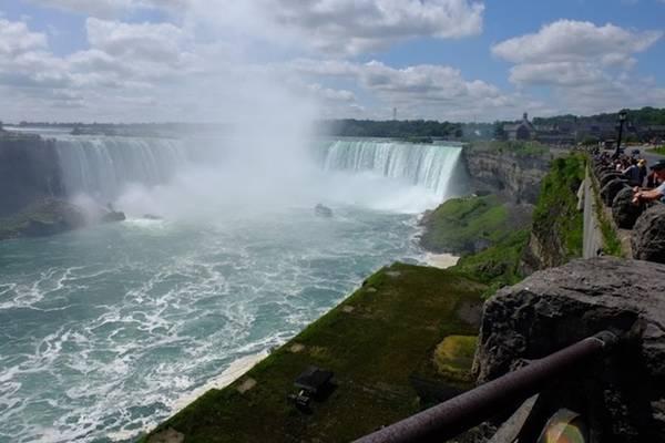 Đến Canada vào các mùa khác nhau sẽ có những trải nghiệm riêng. Thời điểm này đang là cuối hè đầu thu, My Hà gợi ý nên đến các trang trại, thác nước. Thác nước nổi tiếng nhất là Niagara Falls, nhưng luôn đông đúc người tham quan bất kể ngày thường hay cuối tuần.