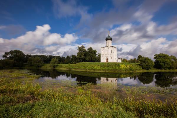 Khắp các thành phố nhỏ ven Moscow là khung cảnh đồng quê yên ả. Những nhà thờ cổ kính như trong chuyện cổ tích dần hiện lên trong nắng chiều thanh bình.