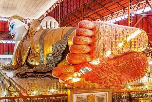 Nằm trên đường Shwegondine, Yagon, Chùa Kyaukhtatgyi (còn gọi là chùa Chauk Htat Gyi) nổi tiếng bởi tôn tượng đức Phật Thích Ca trong tư thế nằm kiết tường. Đây là tượng Phật nằm được tạc vào năm 1906 và được trùng tu năm 1957 với chiều dài 72m và cao 16m. Du khách có thể đến tham quan từ 6h tới 20h hàng ngày, vé vào cửa 5 USD/lượt. Ảnh: Pinterest.