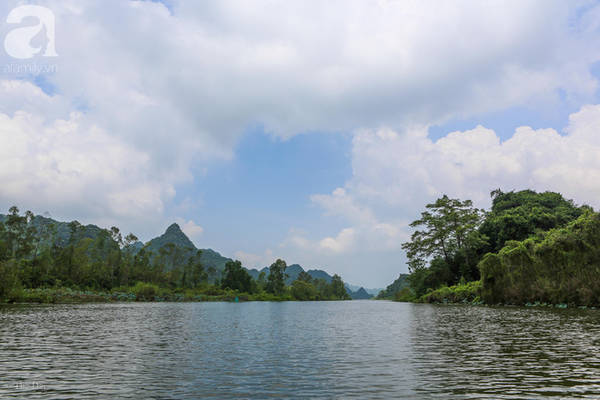 Dọc dòng suối Yến núi non hùng vĩ - vẻ đẹp còn được lưu giữ nguyên sơ.