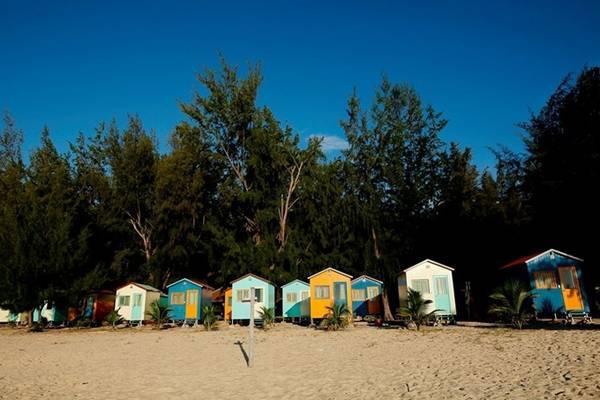 Khu cắm trại mới nổi này nằm ở bãi biển Đại Lãnh, thôn Đông Nam, xã Đại Lãnh, huyện Vạn Ninh, tỉnh Khánh Hoà, cách trung tâm TP Nha Trang khoảng 80 km về hướng bắc, cách Tuy Hòa (Phú Yên) khoảng 30 km về phía hướng nam.